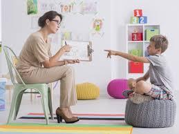 çocuk psikoloğu kimdir, çocuk piskoloğunun faydası nedir, çocuk psikoloğu çocuklara nasıl yardımcı olur